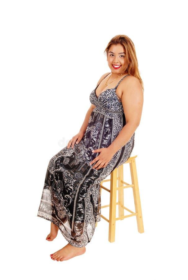 Довольно азиатская женщина в длинном платье стоковые изображения