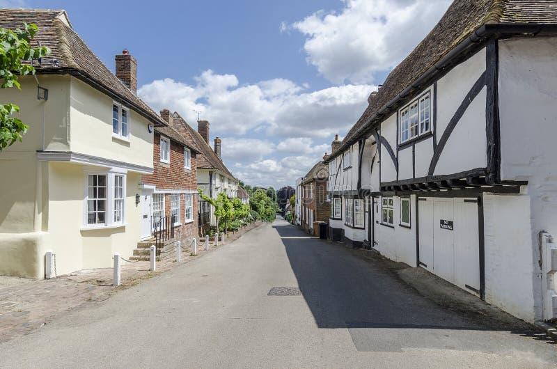Довольно английская улица деревни стоковое изображение
