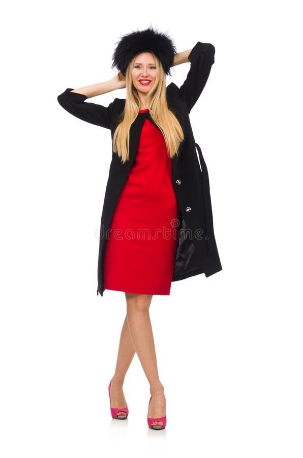 Довольно белокурая женщина в черном пальто изолированном на белизне стоковая фотография