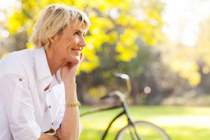 Довольно зрелая женщина стоковое фото rf