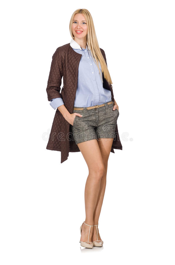 Довольно молодая модель в коричневой куртке изолированной на белизне стоковые фотографии rf