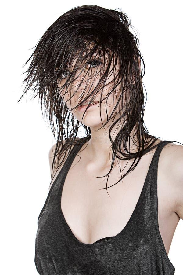 Довольно предназначенный для подростков с влажными волосами стоковая фотография