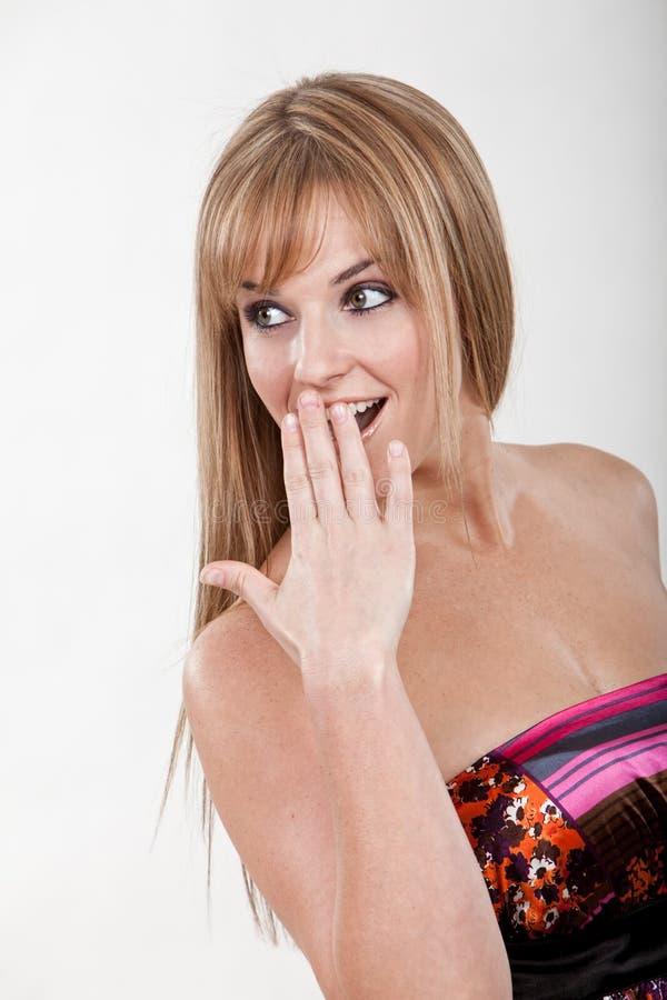 Женщина милых двадчадк кавказская белокурая стоковое фото rf