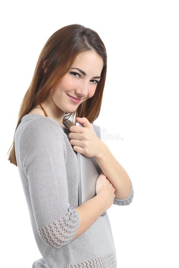 Довольно притяжательная женщина обнимая таблетку стоковые фотографии rf