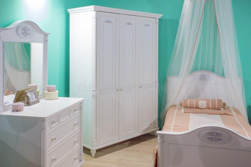 Довольно girlish комната для маленькой принцессы стоковое изображение rf