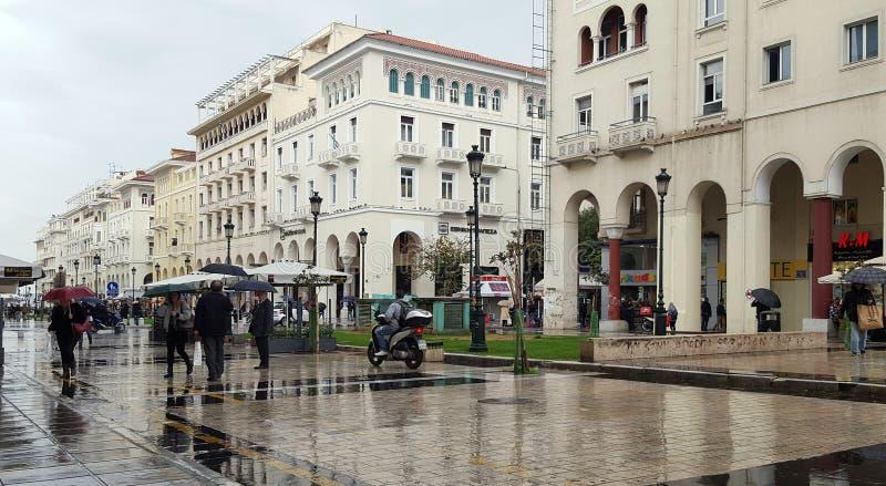 Дождливый день в квадрате Aristotelous 15-ого ноября 2017 в Thessaloniki, Греции стоковые фото