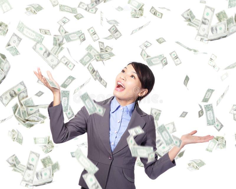 Дождь денег женщины дела счастливый нижний стоковое изображение