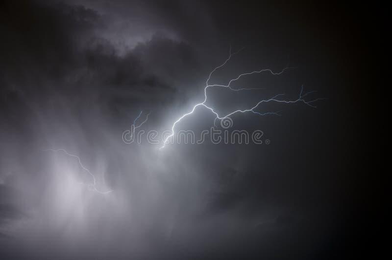 дождь молнии стоковые фотографии rf