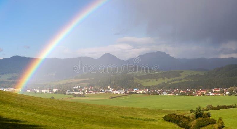 Дождь над ландшафтом Словакией стоковое фото