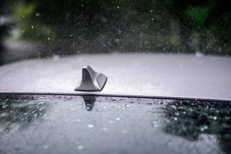 Дождь на окне автомобиля стоковые фото
