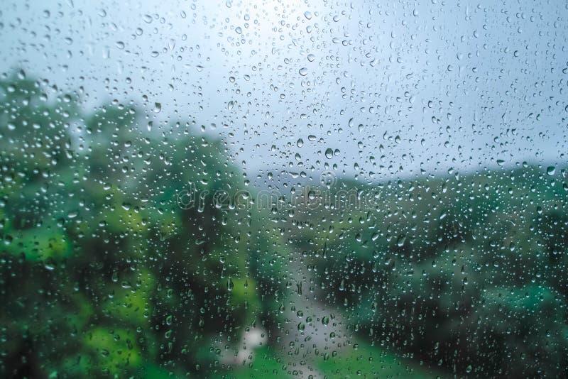 Дождевая капля на стекле окна стоковая фотография rf