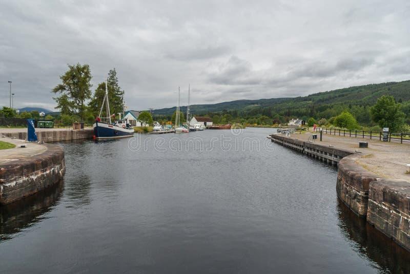 Доки на канале Oich на форте Augustus Шотландии стоковые фотографии rf