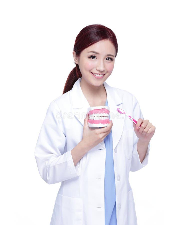 Доктор дантиста женщины улыбки стоковая фотография rf