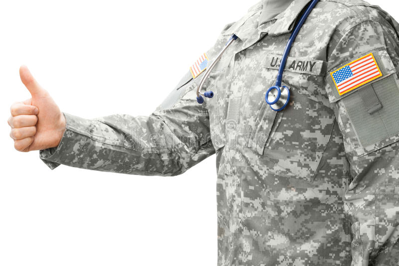 Доктор армии США показывая съемку студии большого пальца руки вверх - стоковое изображение