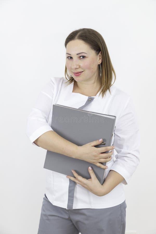Доктор девушки с папкой стоковые изображения