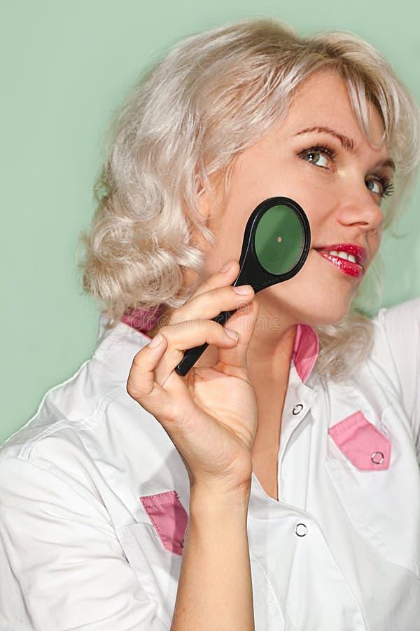 Доктор девушки стоковые изображения