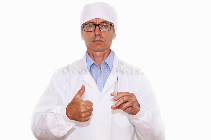 Доктор держит шприц для вакцинирования стоковые изображения rf