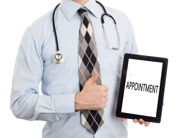 Доктор держа таблетку - назначение стоковые изображения rf