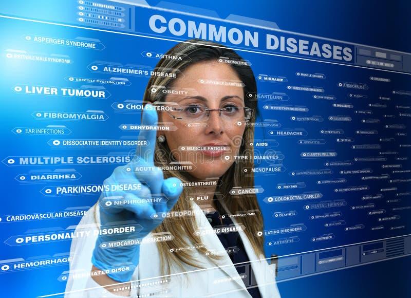 Доктор женщины используя виртуальный интерфейс экрана касания с списком стоковое фото