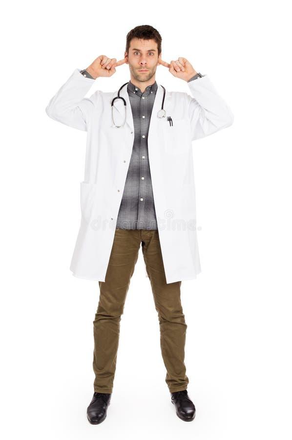 Доктор изолированный на бело- не слышит никакое зло стоковые фотографии rf