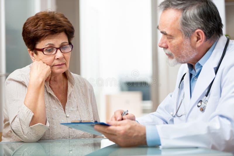 Доктор и пациент стоковое фото rf