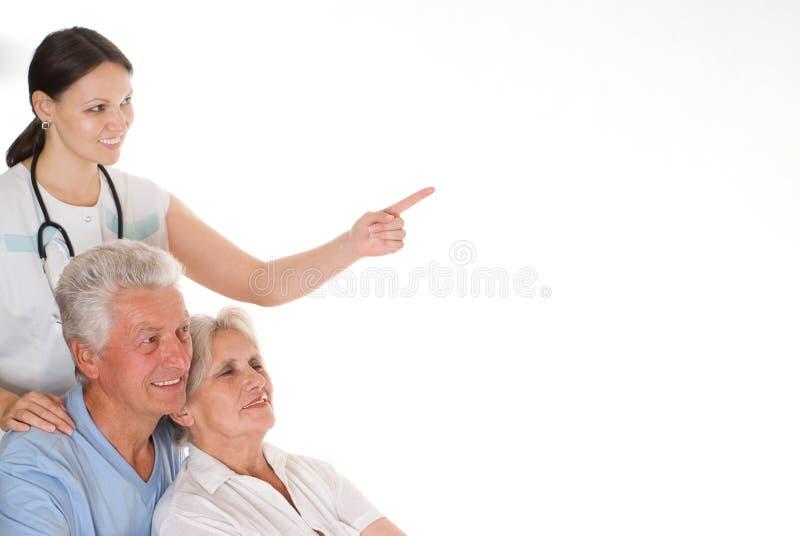 Доктор и пожилые пары стоковые изображения rf