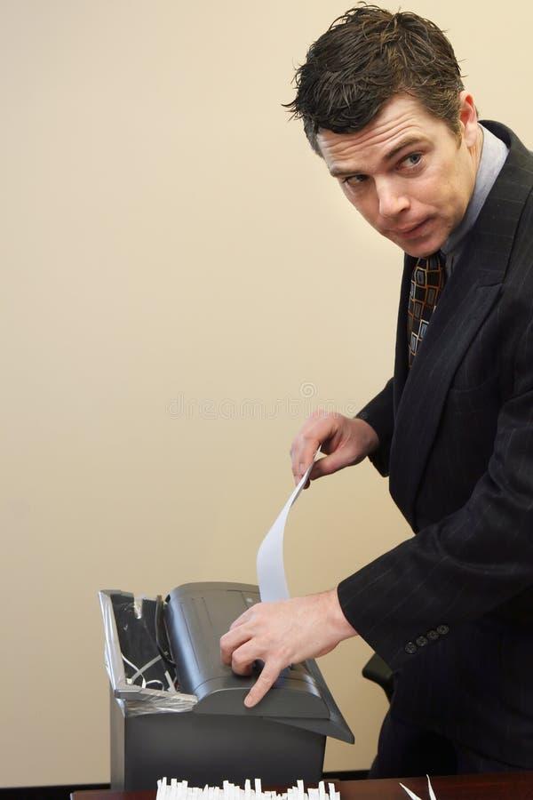 документы бизнесмена shredding стоковые фотографии rf