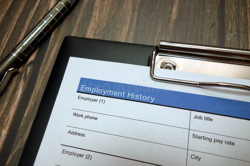 Документ трудового стажа, форма заявления о приеме на работу с ручкой стоковые фото