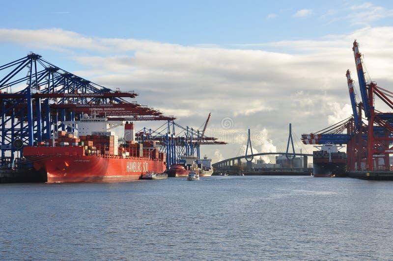 Док гавани Гамбурга и стержень грузового контейнера, Германия стоковая фотография rf