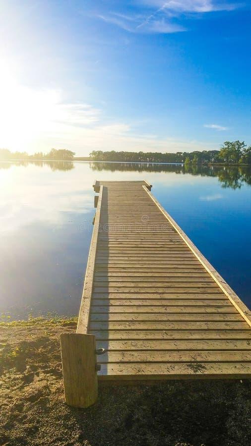 Док на озере стоковое изображение