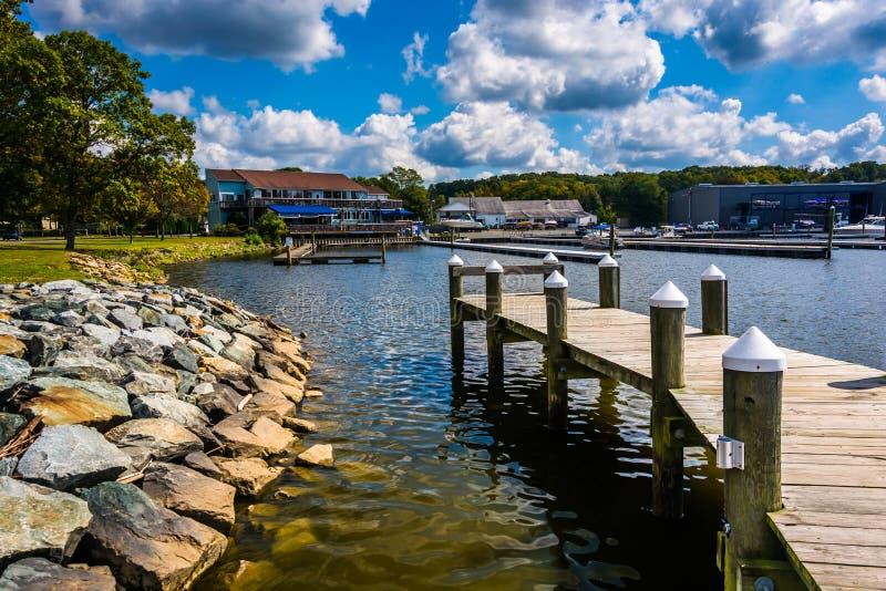 Док на северном восточном парке общины в северном востоке, Мэриленде стоковое фото rf