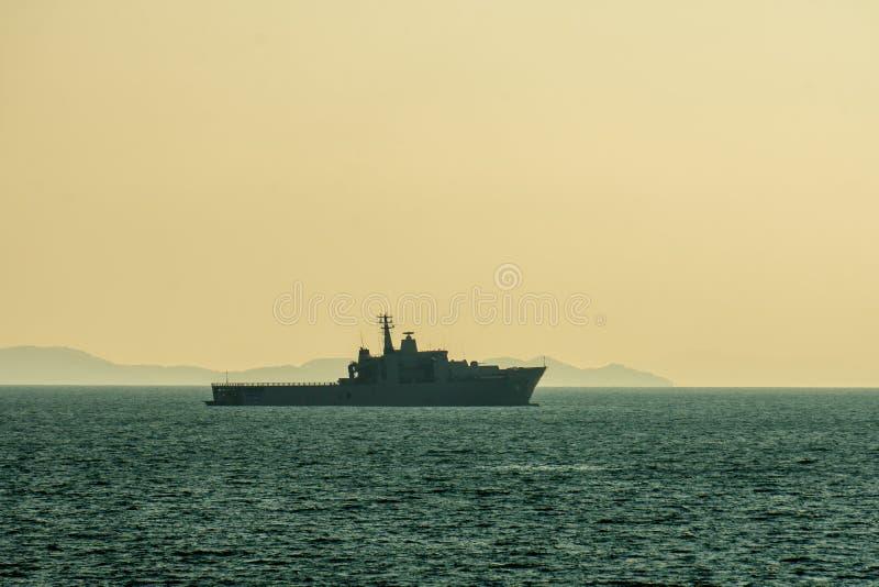 Док платформы посадки HTMS Angthong LPD 791 королевских тайских анкеров военно-морского флота на море Andaman стоковое изображение rf