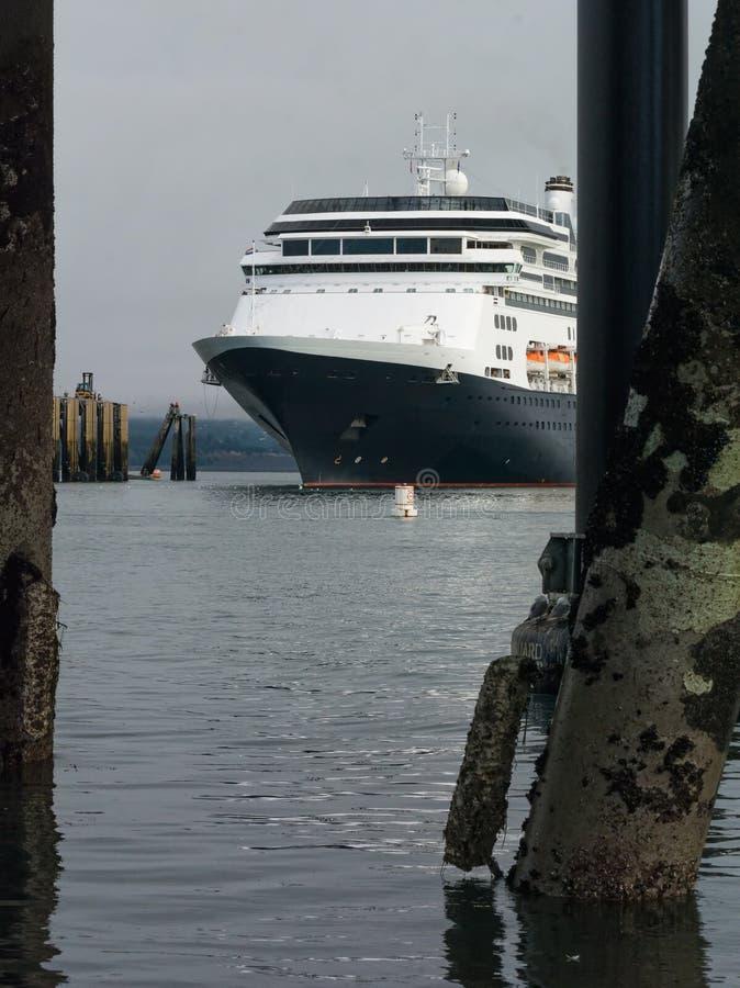Док туристического судна причаливая стоковая фотография