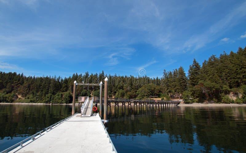 Док шлюпки парка штата пляжа Joemma около Tacoma Вашингтона стоковое изображение