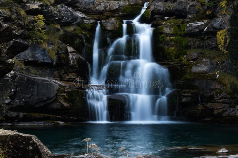 Долгая выдержка водопада стоковая фотография
