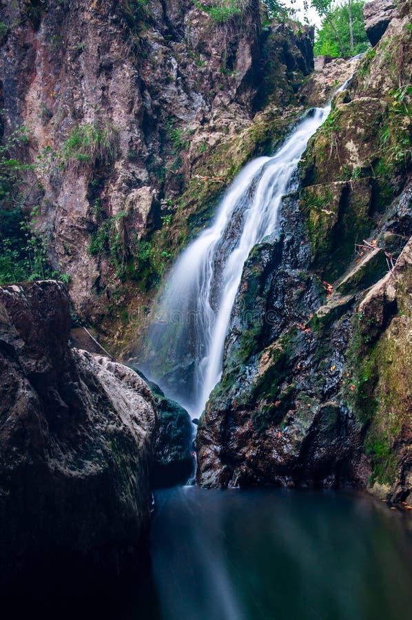 Долгая выдержка водопада стоковые изображения rf