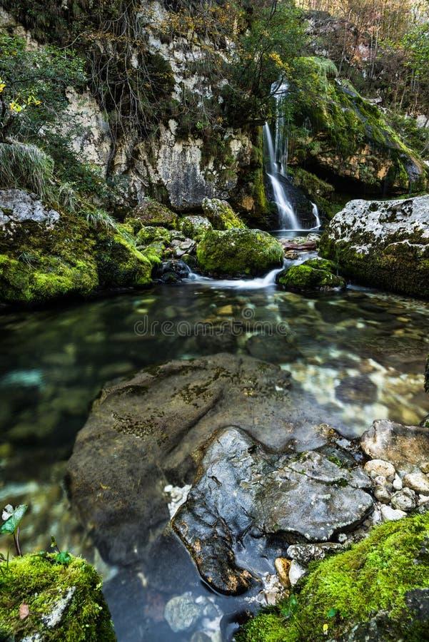 Долгая выдержка, водопад Virje в Словении стоковое изображение rf
