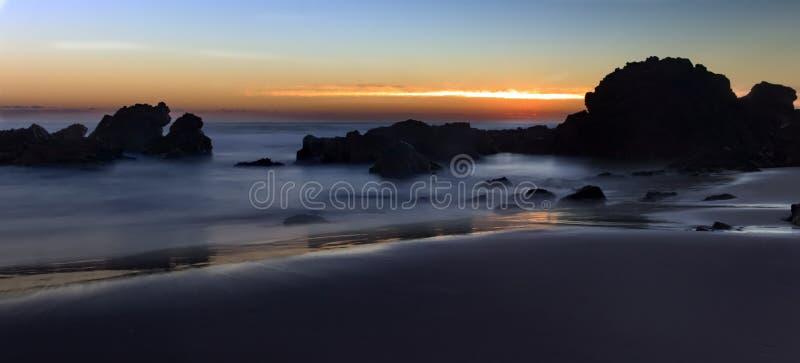 Долгая выдержка восхода солнца пляжа Flynns стоковое изображение