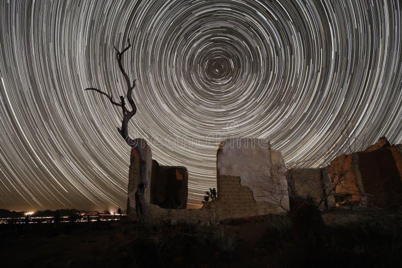 Долгая выдержка изображения следа звезды вечером стоковое изображение rf