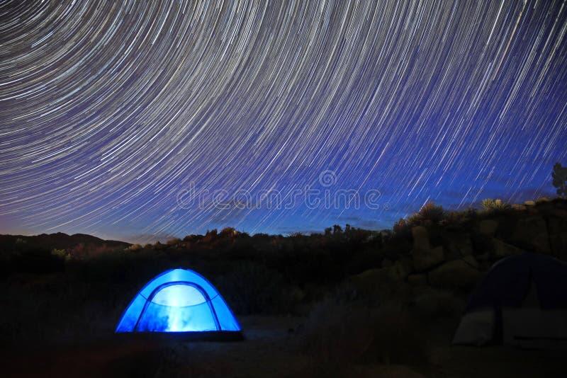 Долгая выдержка изображения следа звезды вечером стоковая фотография rf