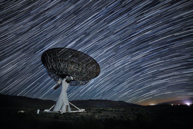 Долгая выдержка изображения следа звезды вечером стоковая фотография