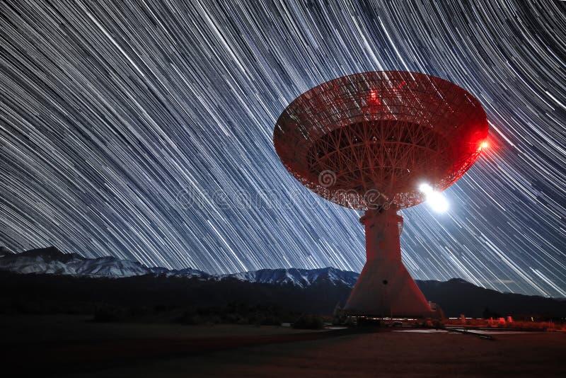 Долгая выдержка изображения следа звезды вечером стоковое фото rf