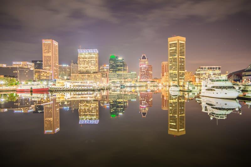 Долгая выдержка красочного горизонта Балтимора стоковая фотография