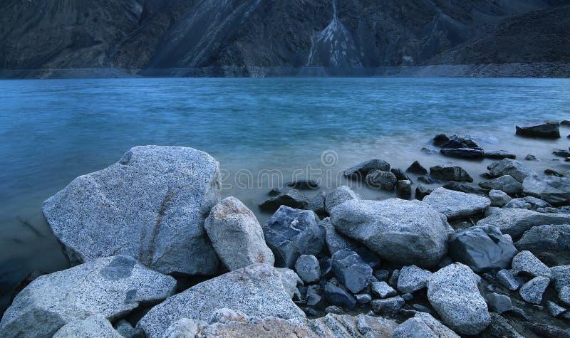 Долгая выдержка на озере стоковые изображения rf