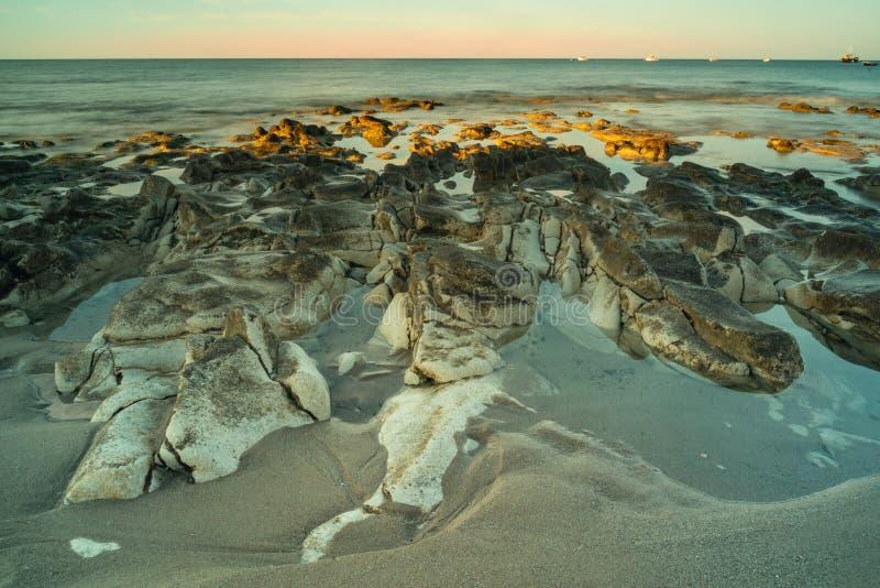 Долгая выдержка океанских волн стоковое изображение