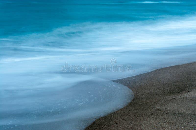 Долгая выдержка пляжа в зиме стоковая фотография