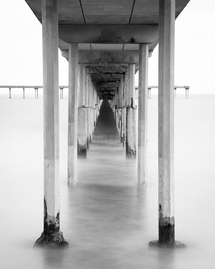 Долгая выдержка под пристанью пляжа океана в Сан-Диего, Калифорния стоковое изображение rf