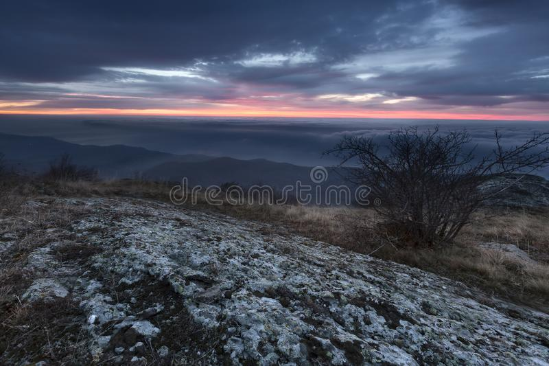 Долина горы во время восхода солнца landscape естественное лето стоковое фото rf