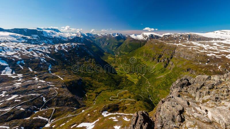 Долина Geiranger от горного вида Dalsnibba, больше og Romsdal, Норвегии стоковые изображения rf