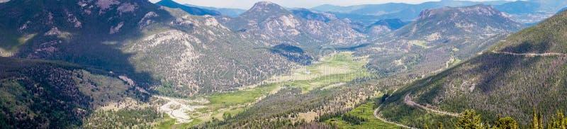 Долины и горные пики скалистых гор Перемещение к национальному парку скалистой горы Колорадо, Соединенные Штаты стоковое фото